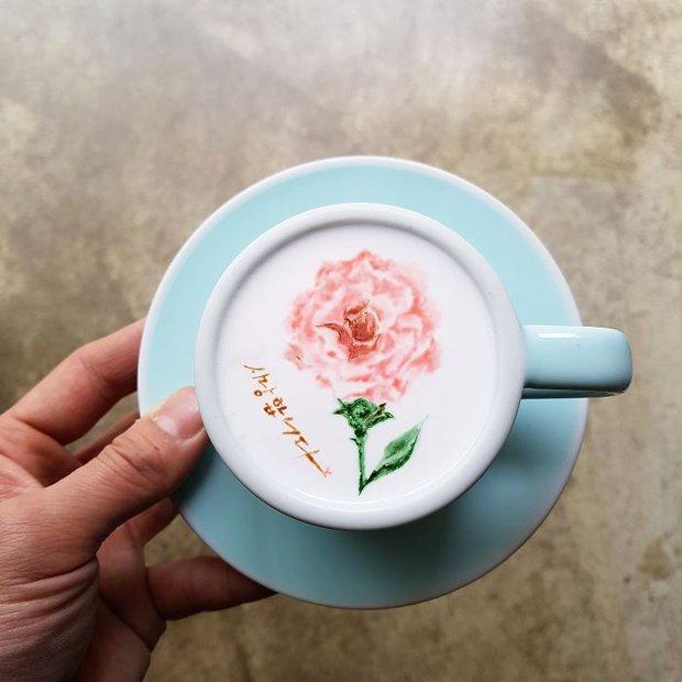 15 bức tranh tuyệt đẹp được vẽ trên tách cà phê - Ảnh 20.