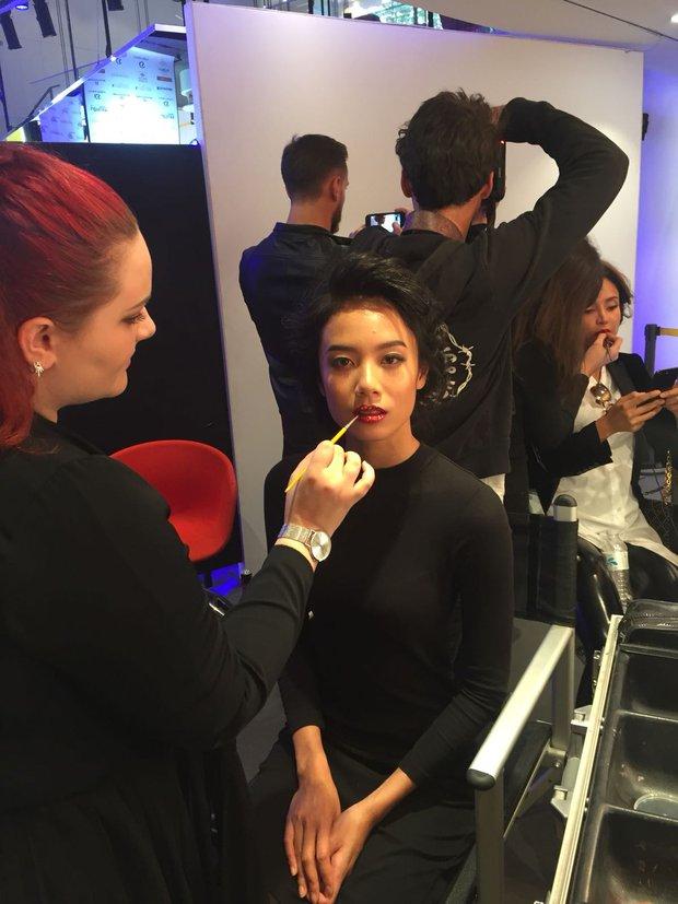Chân dài kín tiếng này chính là mẫu Việt mở hàng cho Paris Fashion Week - Ảnh 6.