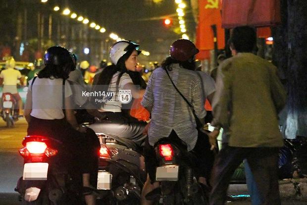 Hoa hậu Kỳ Duyên cùng bạn bè đi xe máy trao quà Tết cho người vô gia cư - Ảnh 5.