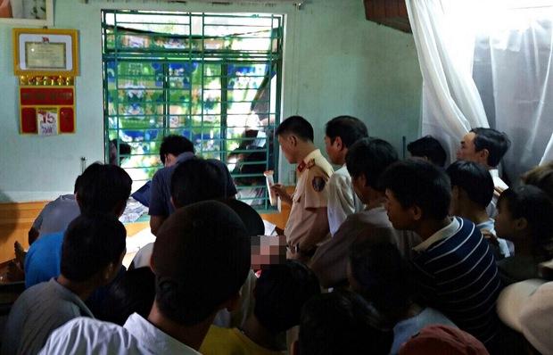 Quảng Nam: Va chạm xe máy kinh hoàng trên cầu Giao Thủy, 2 thanh niên tử vong - Ảnh 2.
