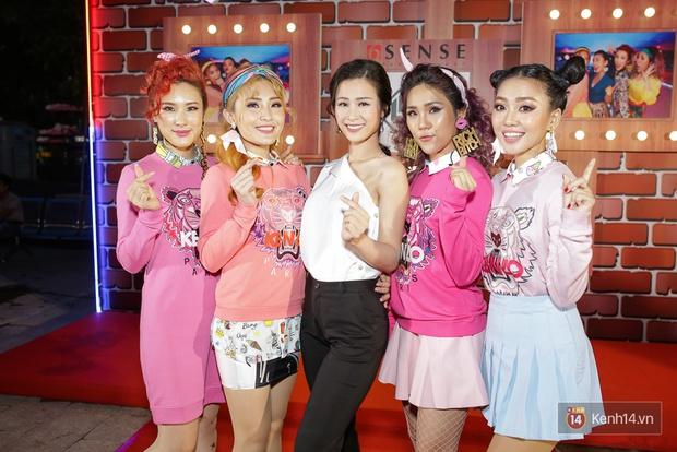 Kẹt show diễn, Đông Nhi tranh thủ đến chúc mừng gà cưng Lip B ra mắt MV mới - Ảnh 3.