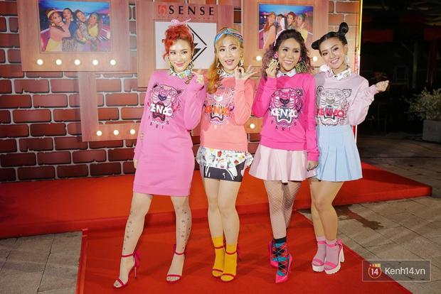 Kẹt show diễn, Đông Nhi tranh thủ đến chúc mừng gà cưng Lip B ra mắt MV mới - Ảnh 1.
