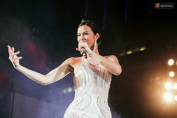 Sơn Tùng M-TP xuất hiện trên sân khấu đại nhạc hội với vẻ ngoài không thể điển trai hơn! - Ảnh 21.