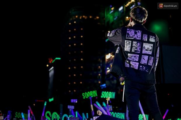 Sơn Tùng M-TP xuất hiện trên sân khấu đại nhạc hội với vẻ ngoài không thể điển trai hơn! - Ảnh 32.