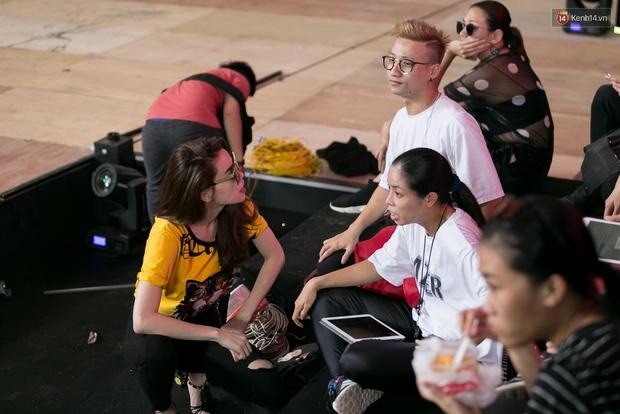 Hồ Ngọc Hà luyện tập hết mình trên sân khấu Chung kết Vietnams Next Top Model - Ảnh 3.