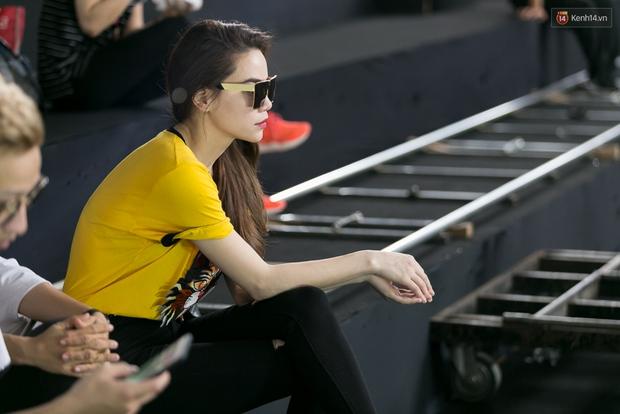 Hồ Ngọc Hà luyện tập hết mình trên sân khấu Chung kết Vietnams Next Top Model - Ảnh 4.