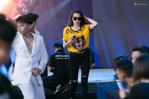 Hồ Ngọc Hà luyện tập hết mình trên sân khấu Chung kết Vietnams Next Top Model - Ảnh 5.