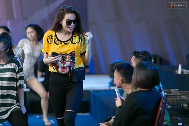 Hồ Ngọc Hà luyện tập hết mình trên sân khấu Chung kết Vietnams Next Top Model - Ảnh 6.