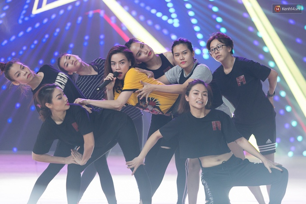 Hồ Ngọc Hà luyện tập hết mình trên sân khấu Chung kết Vietnams Next Top Model - Ảnh 11.