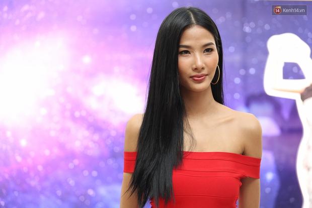 Hoa dâm bụt Hoàng Thùy nổi bật rực rỡ trong buổi sơ khảo miền Nam Hoa hậu Hoàn vũ - Ảnh 5.