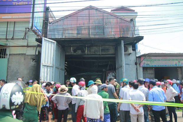 Chùm ảnh: Hiện trường bên trong xưởng sản xuất bánh kẹo nơi 8 công nhân bị mắc kẹt ôm nhau cháy đen - Ảnh 6.