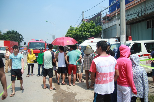 Nhiều xe cứu hỏa, xe cấp cứu cũng đã được huy động để kịp thời ứng cứu.