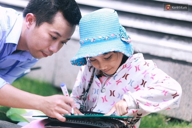 Nhiều người hỗ trợ chỗ học và tặng sách vở miễn phí cho cô trò nhỏ của anh nhân viên ngân hàng - Ảnh 2.