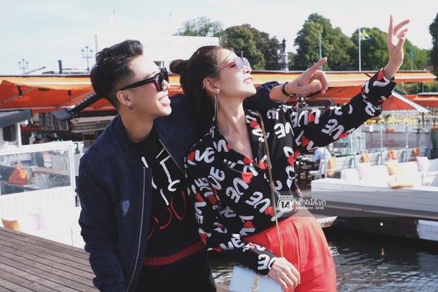 Chi Pu & Hoàng Ku đã đặt chân đến Thụy Điển, khoe street style siêu xinh trước khi thăm thú H&M - Ảnh 1.