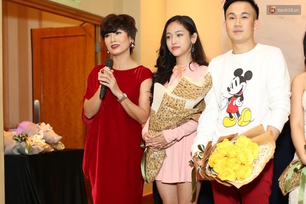 Diễn viên Mỹ Uyên (ngoài cùng bên trái) vào vai mẹ của Ngọc Thanh Tâm trong phim