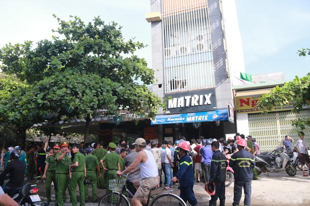 Cháy lớn tại quán Karaoke ở Đà Nẵng, hàng trăm cảnh sát tham gia dập lửa - Ảnh 3.