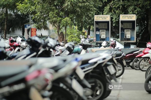 Những bốt điện thoại cuối cùng ở Hà Nội và ký ức một thời mong lắm một cuộc gọi từ trên phố - Ảnh 1.