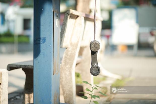 Những bốt điện thoại cuối cùng ở Hà Nội và ký ức một thời mong lắm một cuộc gọi từ trên phố - Ảnh 7.