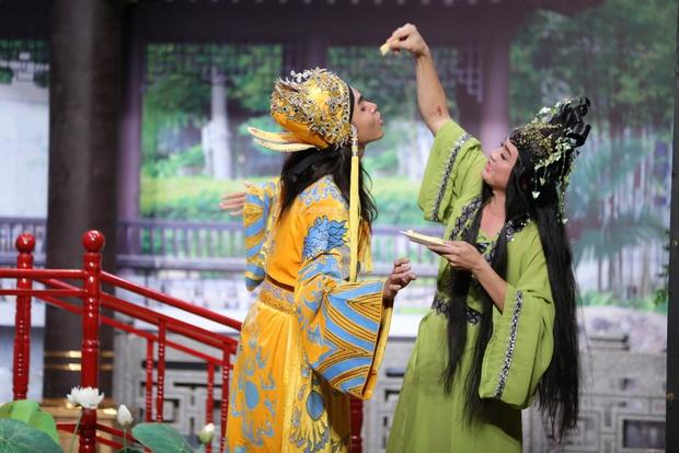 Jun 365 cởi áo ngay trên sân khấu Ơn giời - Ảnh 4.