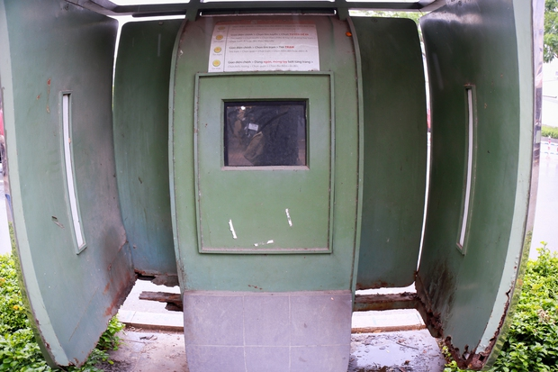Hàng loạt trạm thông tin điện tử hiện đại ở Sài Gòn bị hư hỏng, nhếch nhác và bốc mùi kinh khủng - Ảnh 3.