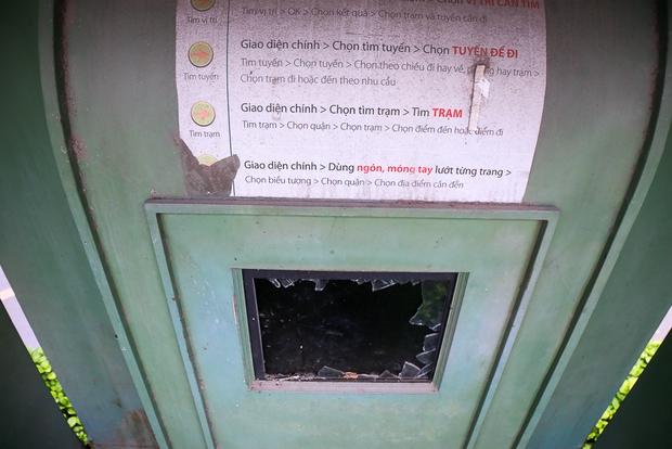 Hàng loạt trạm thông tin điện tử hiện đại ở Sài Gòn bị hư hỏng, nhếch nhác và bốc mùi kinh khủng - Ảnh 5.