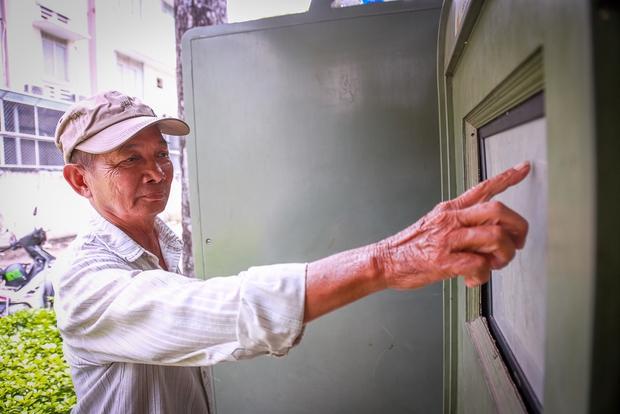 Hàng loạt trạm thông tin điện tử hiện đại ở Sài Gòn bị hư hỏng, nhếch nhác và bốc mùi kinh khủng - Ảnh 8.