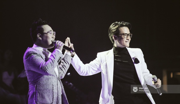 Hà Anh Tuấn đọ quãng giọng cao nổi da gà với Trung Quân Idol khi song ca Dấu mưa trong liveshow - Ảnh 2.