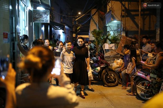 Nghệ sĩ Cát Phượng, vợ chồng Ốc Thanh Vân,... tới viếng danh hài Khánh Nam trong ngày thứ 2 tổ chức tang lễ - Ảnh 4.