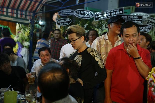 Nghệ sĩ Cát Phượng, vợ chồng Ốc Thanh Vân,... tới viếng danh hài Khánh Nam trong ngày thứ 2 tổ chức tang lễ - Ảnh 5.