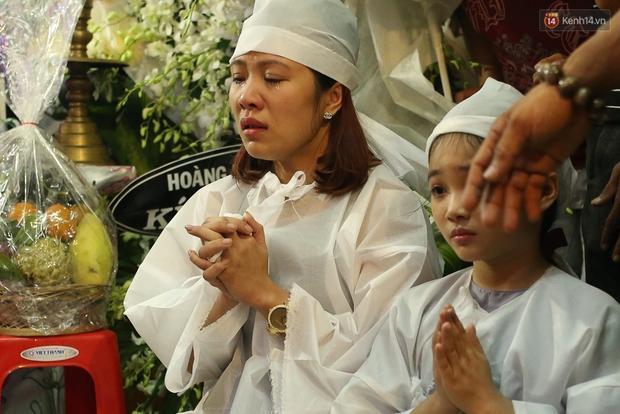 Nghệ sĩ Cát Phượng, vợ chồng Ốc Thanh Vân,... tới viếng danh hài Khánh Nam trong ngày thứ 2 tổ chức tang lễ - Ảnh 10.