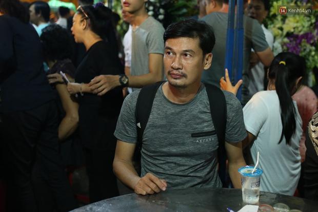 Nghệ sĩ Cát Phượng, vợ chồng Ốc Thanh Vân,... tới viếng danh hài Khánh Nam trong ngày thứ 2 tổ chức tang lễ - Ảnh 7.