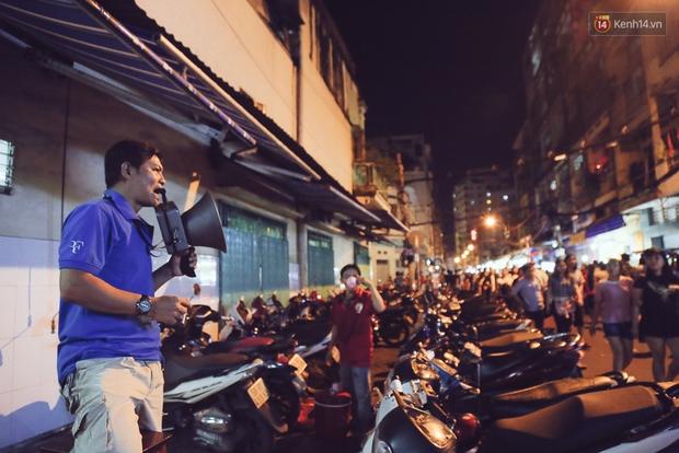 Chùm ảnh: Cảnh tượng đông đúc đến nghẹt thở tại Hà Nội và Sài Gòn trước thềm Trung thu - Ảnh 14.