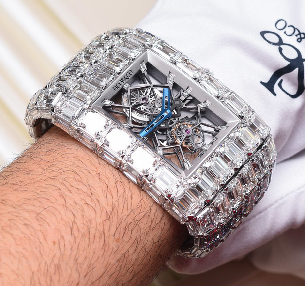 Đồng hồ nạm kim cương có giá ngang ngửa 90 siêu xe Ferrari - Ảnh 1.