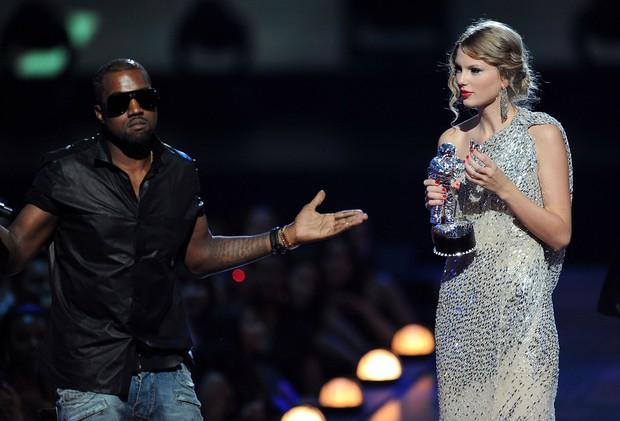 Chỉ tung 1 đòn, Taylor Swift đã hạ cả danh sách kẻ thù dài dằng dặc không kém danh sách bạn trai cũ - Ảnh 1.