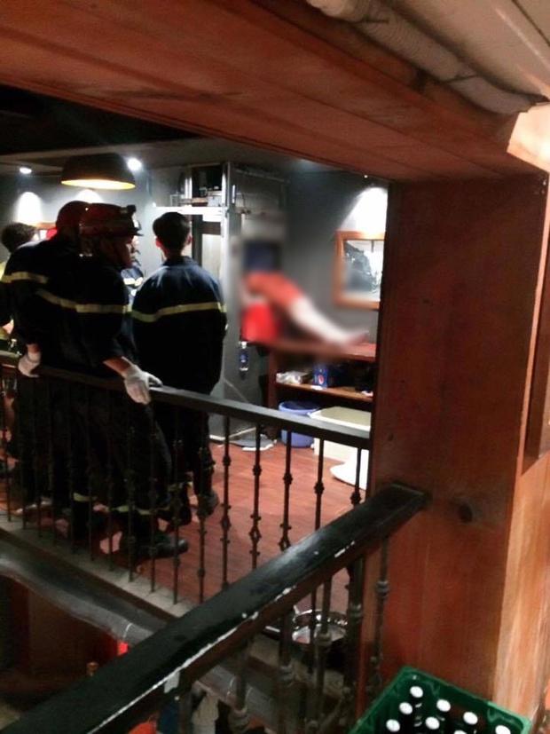 Hà Nội: Kẹt đầu trong thang máy vận chuyển thức ăn, nam thanh niên 19 tuổi tử vong - Ảnh 1.