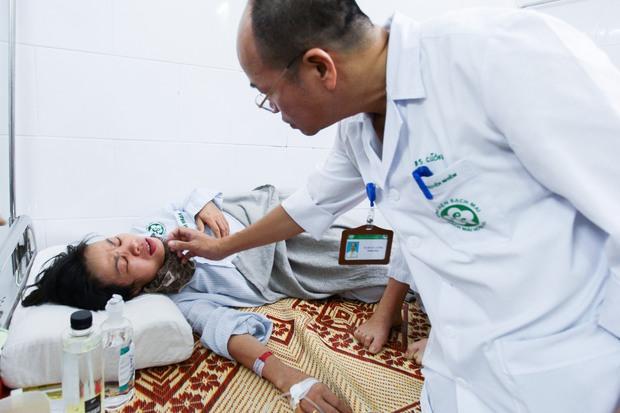 Hà Nội: Bệnh nhân sốt xuất huyết nằm la liệt ở bệnh viện Bạch Mai - Ảnh 1.