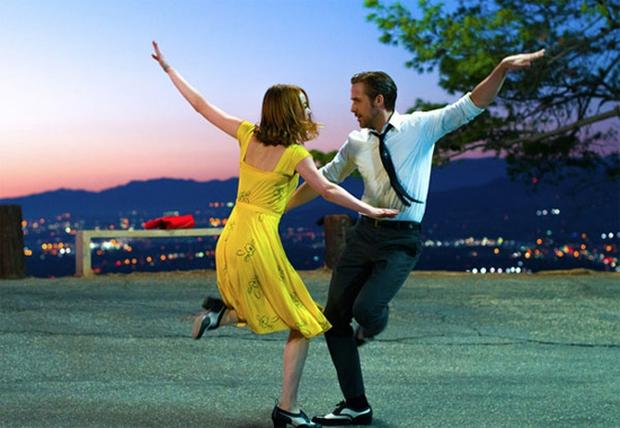 Cười vỡ bụng với điệu nhảy đôi lãng mạn trong La La Land dưới bàn tay các thánh Photoshop - Ảnh 1.