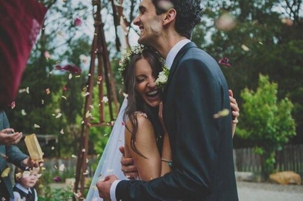 Màn trả thù ác nhất: Hát Vợ người ta, Đồi thông hai mộ trong đám cưới người yêu cũ - Ảnh 1.