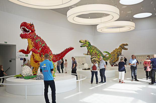 Ghé thăm căn nhà đồ chơi LEGO chóe lọe ngoài đời thực - Ảnh 21.