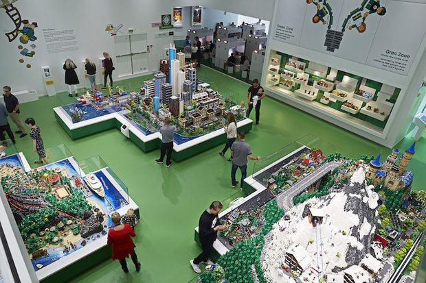 Ghé thăm căn nhà đồ chơi LEGO chóe lọe ngoài đời thực - Ảnh 9.