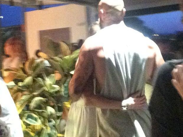 Chia tay tỷ phú, Amber Heard chuyển sang hẹn hò diễn viên cơ bắp 6 múi - Ảnh 2.