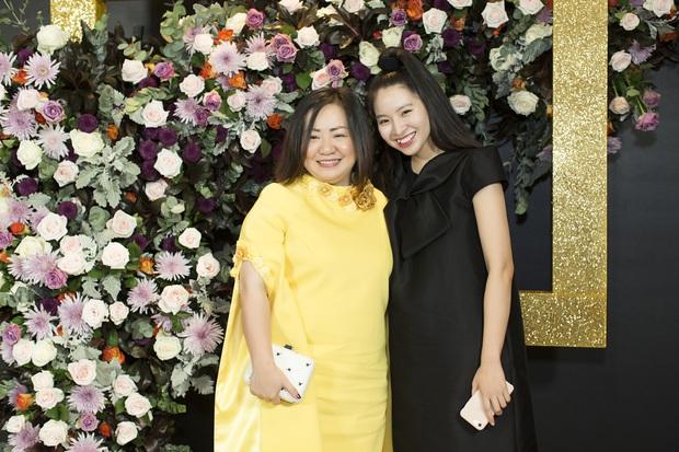 Hoàng Ku môi hồng chẳng kém các nàng Hậu, Kim Lý lịch lãm điển trai tại show diễn NTK Phương My - Ảnh 13.
