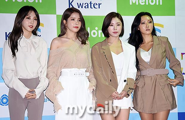 Thảm đỏ Asian Song Festival: Đông Nhi được báo Hàn khen ngợi hết lời, sánh bước bên loạt sao thế giới - Ảnh 7.