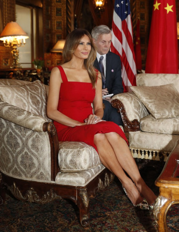 Đệ nhất phu nhân Melania Trump cắt phăng chiếc váy 120 triệu đồng để tiếp đón nguyên thủ quốc gia - Ảnh 4.