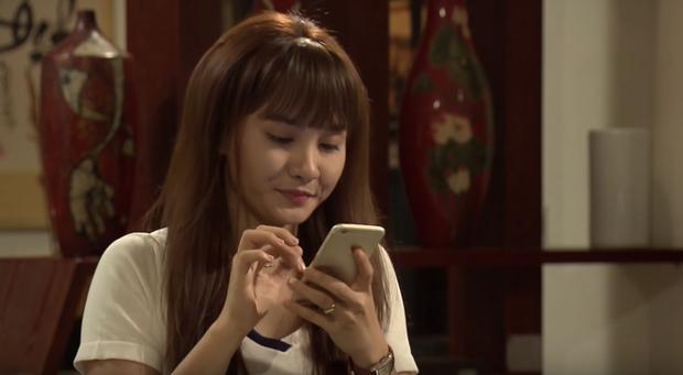 Trong Sống chung với mẹ chồng ai cũng dùng iPhone, chỉ có bà Phương chơi trội - Ảnh 1.
