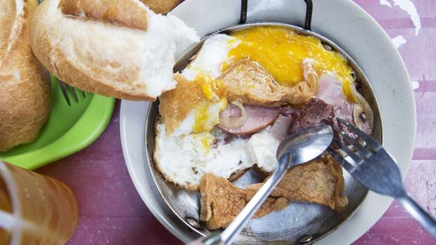Món bánh mì chảo Sài Gòn được báo chí nước ngoài ca ngợi - Bạn ăn chưa? - Ảnh 2.