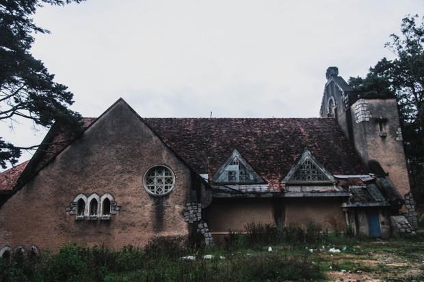 5 công trình bị bỏ hoang tại Việt Nam, muốn có những bức ảnh kì bí hết cả hồn thì nhất định phải đến! - Ảnh 1.