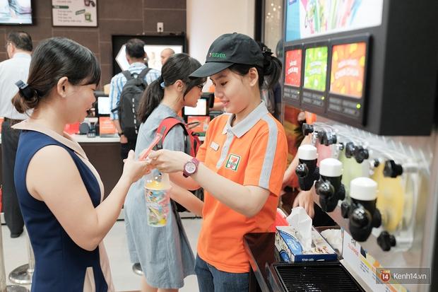 Cận cảnh cửa hàng 7-Eleven đầu tiên tại Việt Nam! - Ảnh 11.