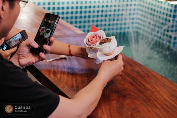 Sài Gòn: Đi thử ngay món kem hoa hồng đang khiến cư dân mạng thế giới sốt xình xịch - Ảnh 13.