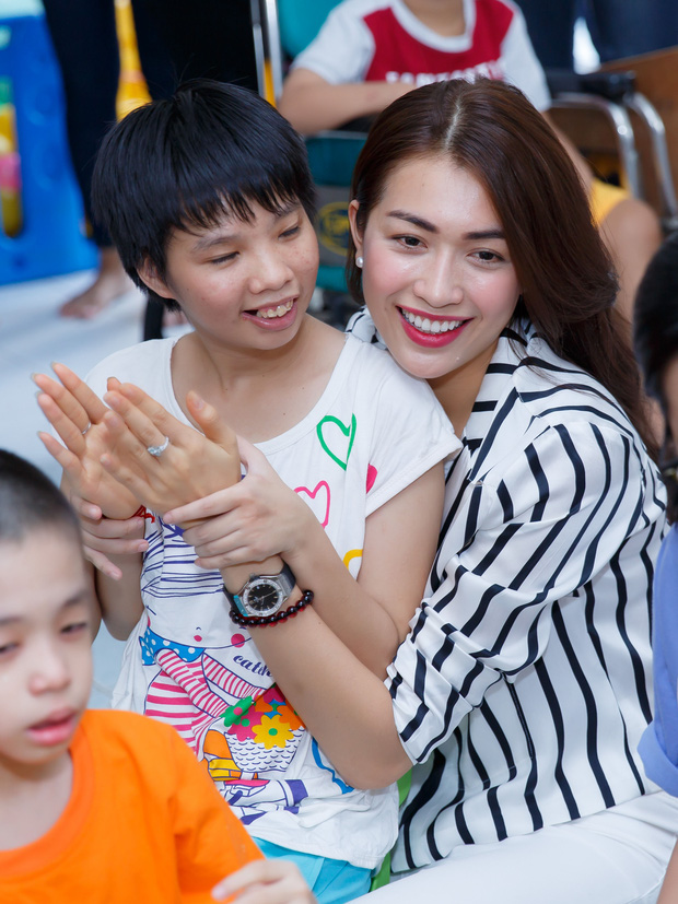 Phạm Hương, Lệ Hằng cùng Hoa hậu Dominica giản dị về Củ Chi làm từ thiện - Ảnh 5.